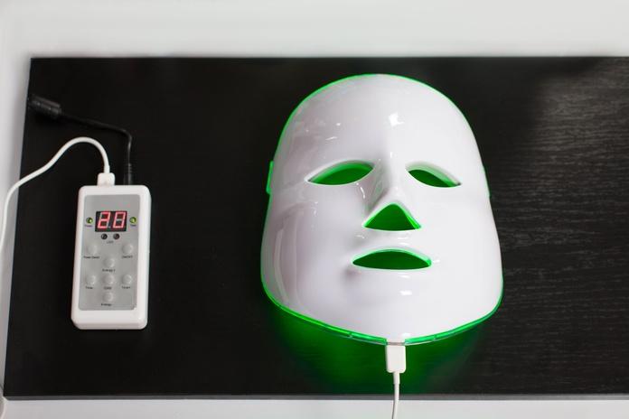 Tratamiento facial con Máscara LED: Nuestros Servicios de Centro de Belleza Mª Ángeles
