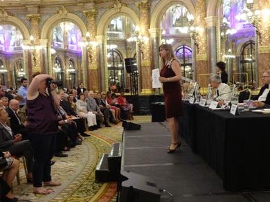 La Rea Academia de  las Artes las Ciencias las Letras de Paris condecora a nuestra directora