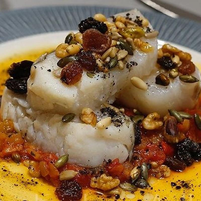 Bacalao al horno con pasas y frutos secos