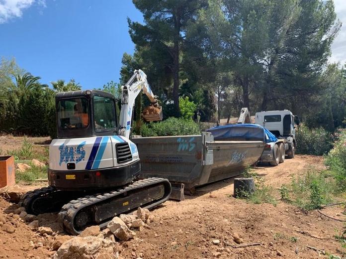 Mini retro excavadora giratoria de cadenas 4,5tn: Servicios de Transportes Miguel Socias e Hijos