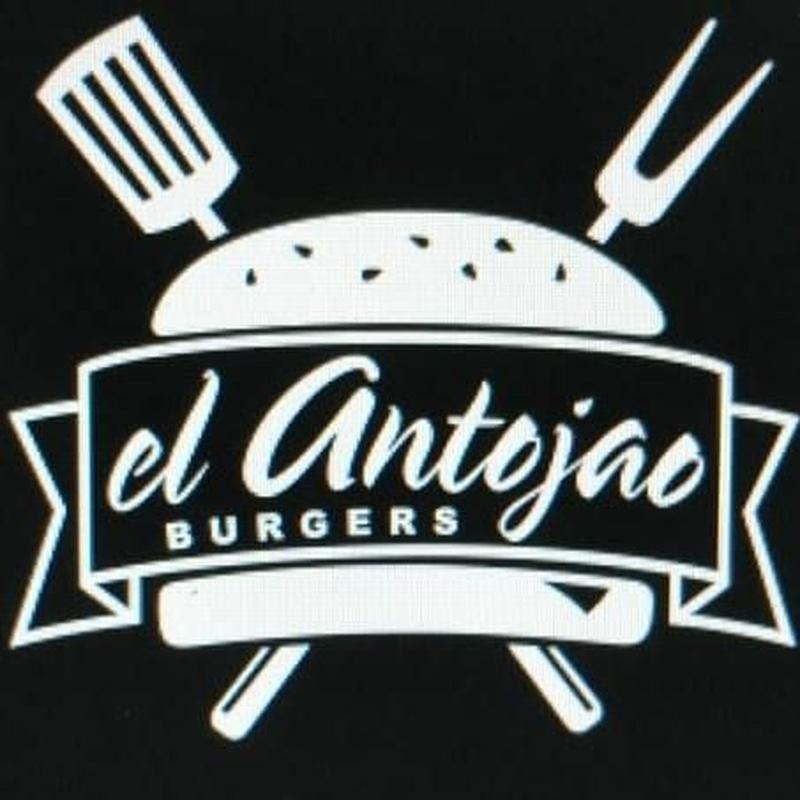 Vuelta de pechuga o lomo empanado:  de El Antojao Burguer