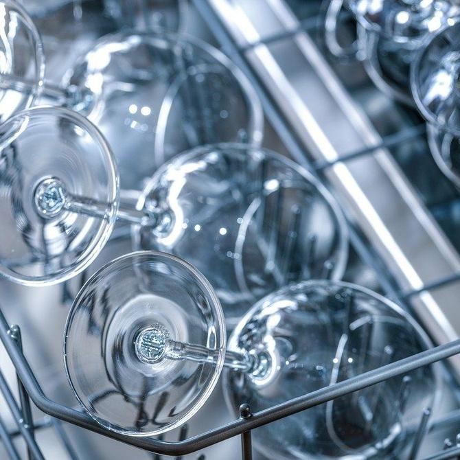 Ahorra en espacio y energía al utilizar el lavavajillas