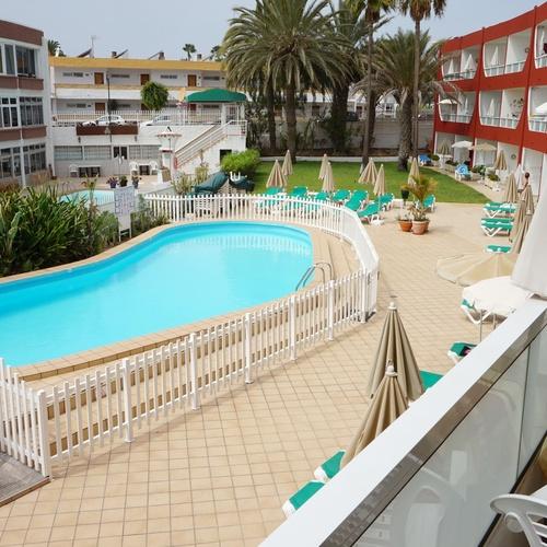 Disponemos de Apartamentos sencillos de 1 dormitorio, para 2-3 personas, completamente equipados con salón-cocina, baño con ducha, y un luminoso balcón o terraza.
