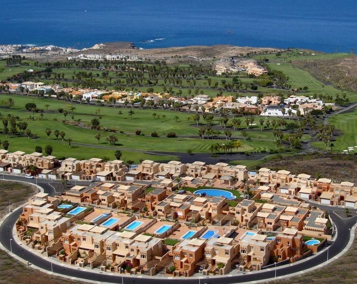 Luxury homes and villas in Tenerife }}