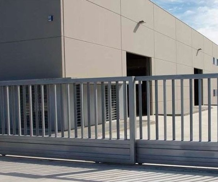 Puertas correderas y batientes: Servicios de Electrotécnica de Ochoa, S.L.