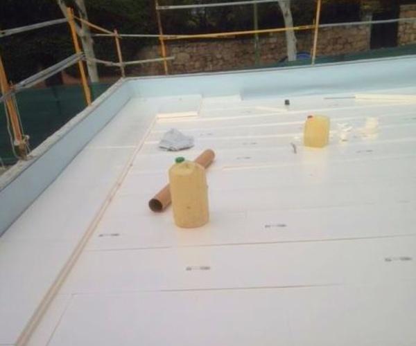 Aislamiento térmico con poliestireno extruido tras impermeabilización con lámina de PVC