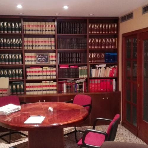 Interior de uno de los despachos