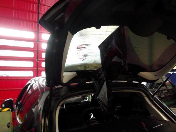 Peugeot 207. Retirada de la lámina dañada