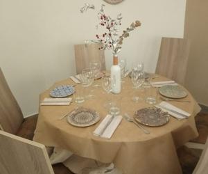 Mesa redonda a la espera de la mejor opción culinaria