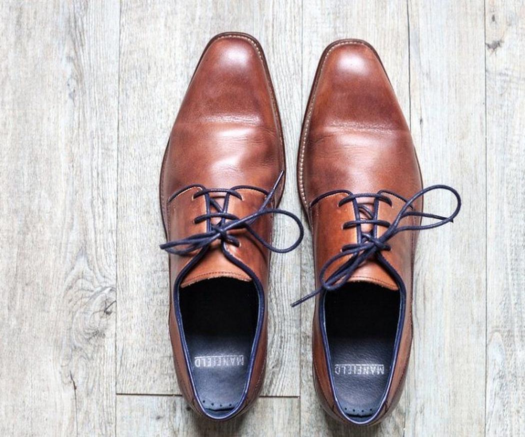 Cómo limpiar tus zapatos cuando se acaba el betún