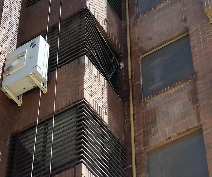Terminando la limpieza de fachada por incendio