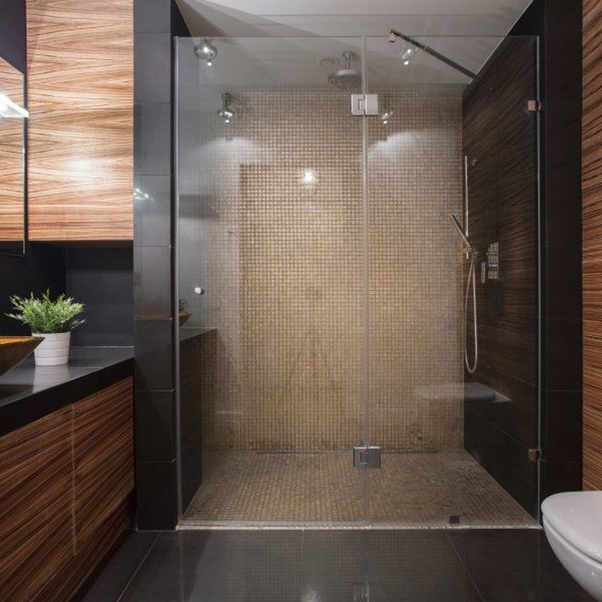Las ventajas de instalar una mampara en la ducha