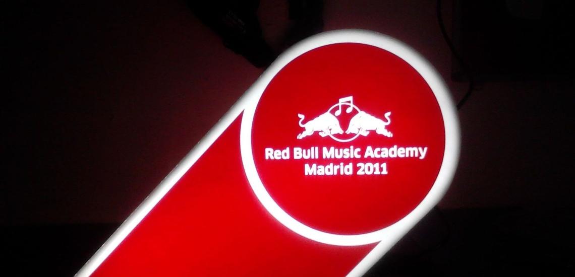 Rótulos luminosos en Madrid corpóreo