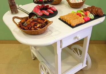 Carrito de chuches en Mascotes Castellbell