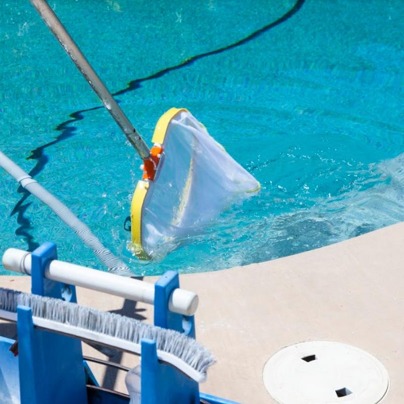 Limpieza de piscinas: Servicios de limpieza de TLQ Servicios