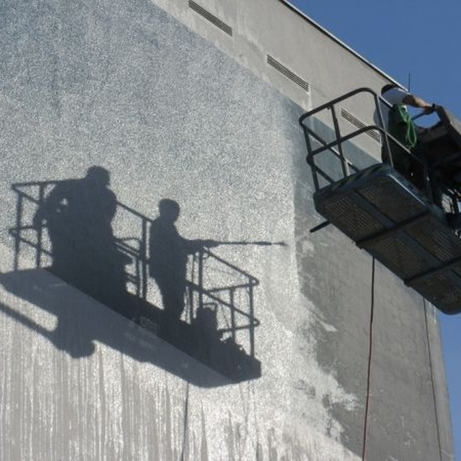 ¿Cómo limpiar la fachada de un centro de trabajo?