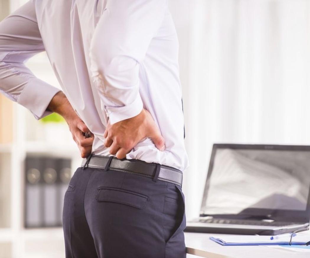 Hábitos que dañan tu espalda