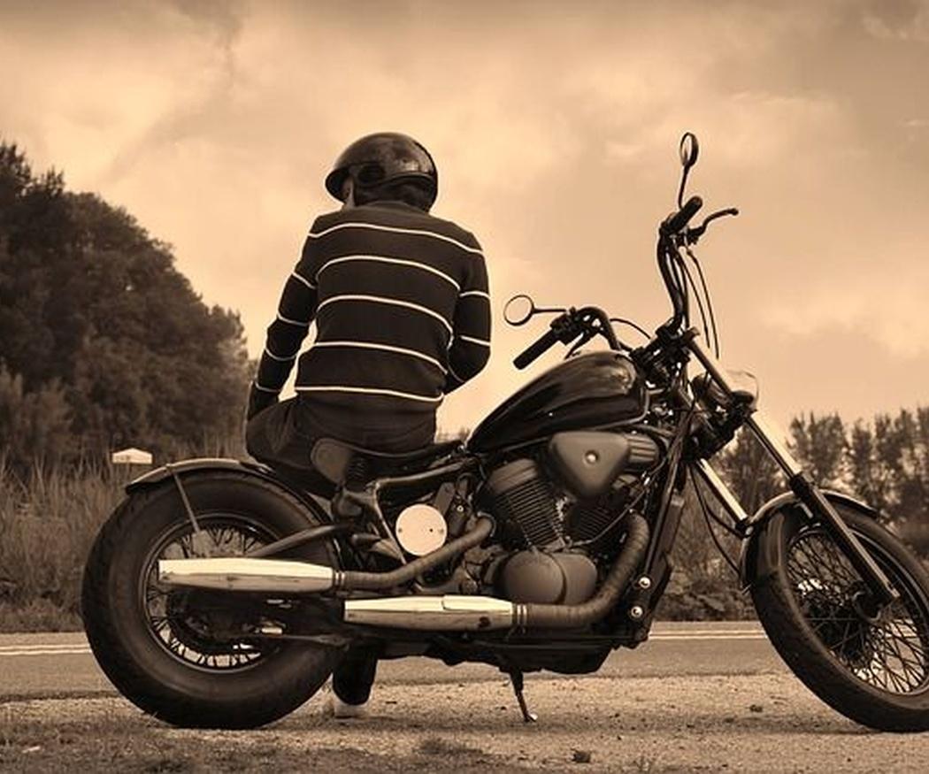 ¿Qué precauciones hay que tomar en la moto?