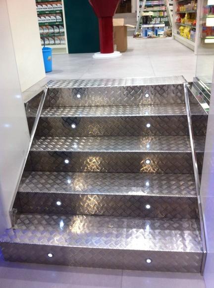 Escaleras acero inoxidable : TRABAJOS de Carpintería Metálica Hialupin