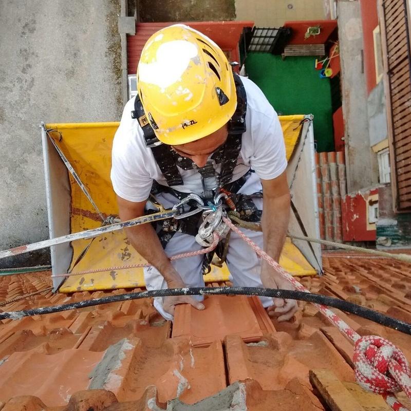Reparar fachada de tejas en Santander.