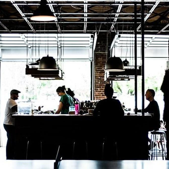 ¿Qué sentido tiene instalar cortinas de cristal en tu negocio?