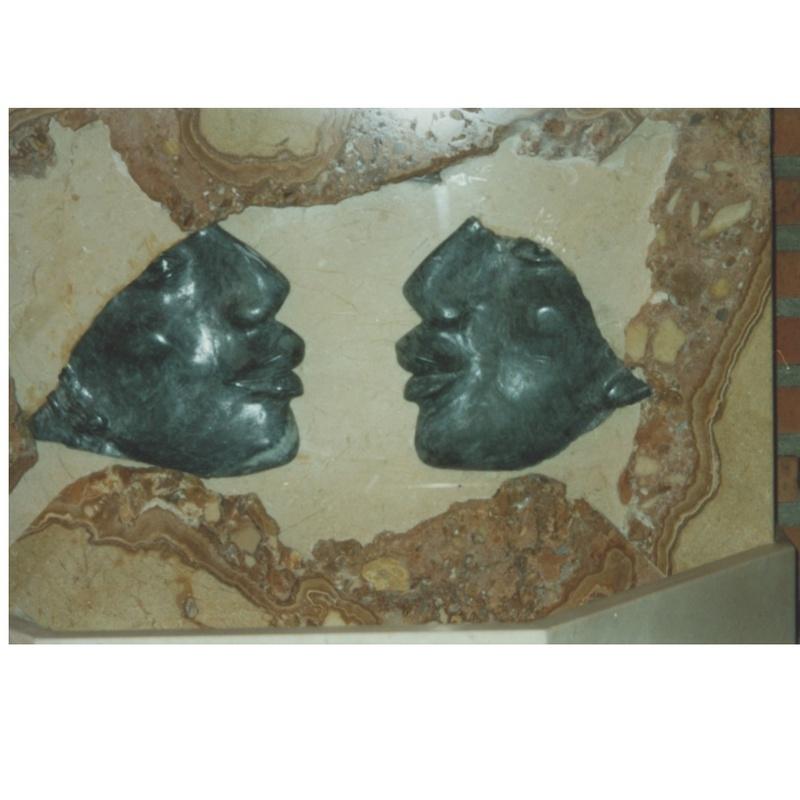 Fuente de perfiles egipcios: Esculturas de Antonia Dávalos