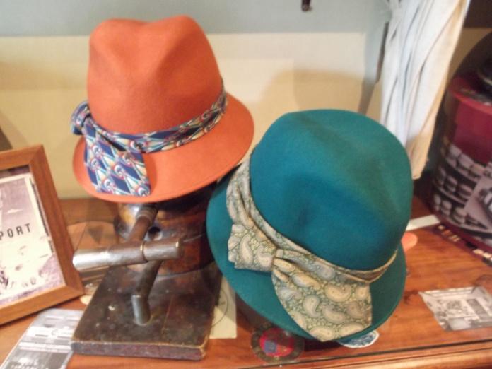 Sombreros de lana con las cintas corbateras en diferentes colores.|default:seo.title }}