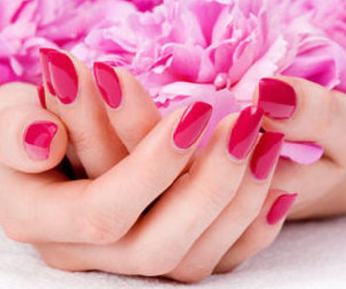 Manicura clásica: Tratamientos y Productos  de Chic Beauty Center