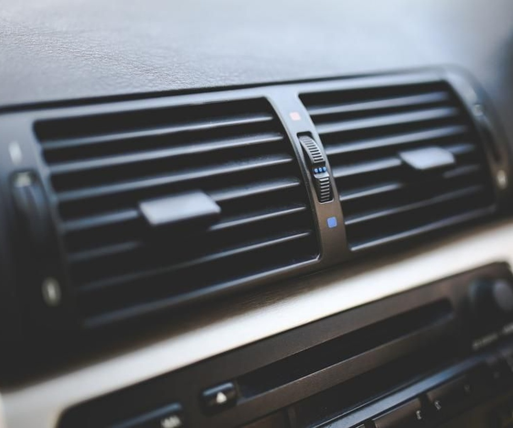 ¿Cómo afecta el uso del aire acondicionado al coche?