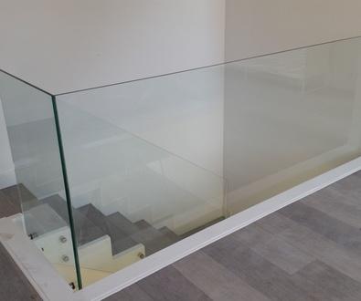 Escalera de cristal. Preciosa.
