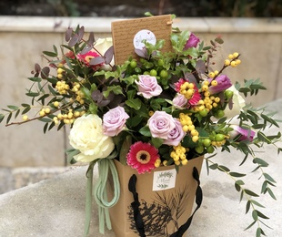 Caja de flor variada de temporada