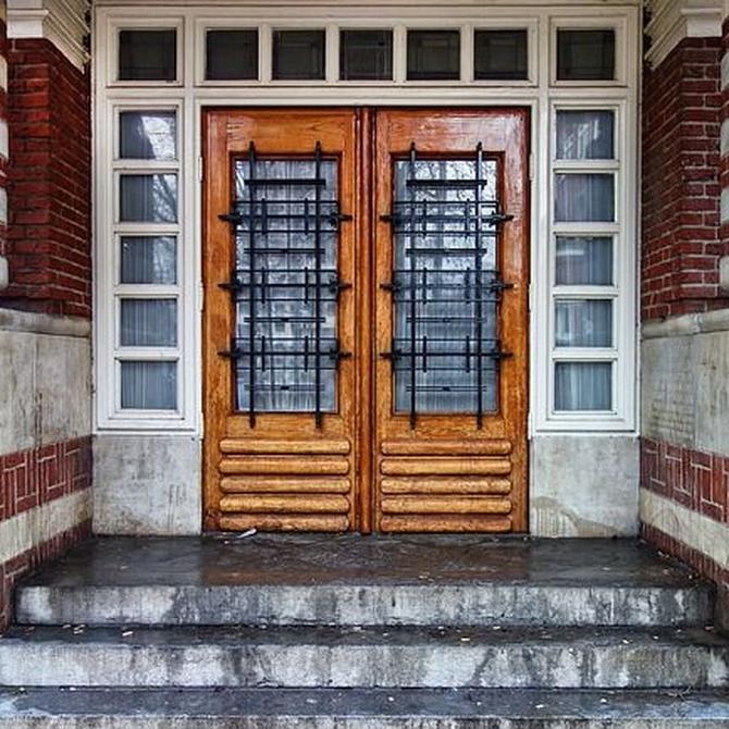 Cómo escoger correctamente una puerta para tu comunidad de vecinos