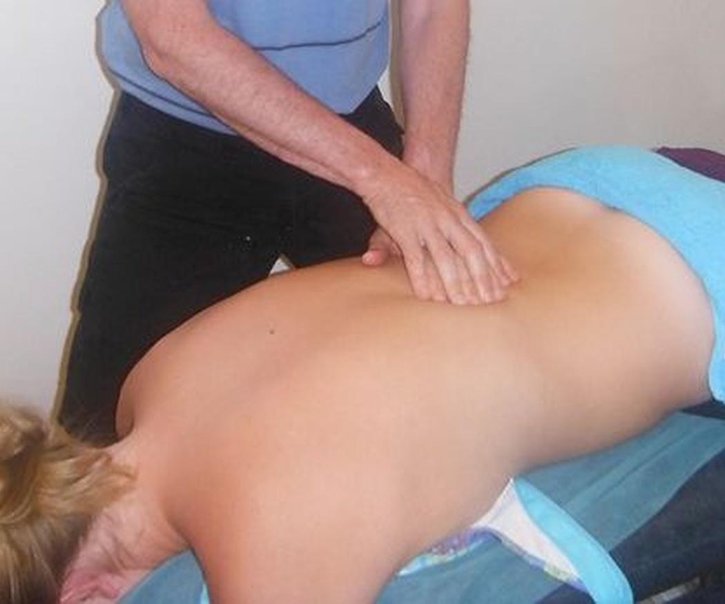 Qué es y cómo te puede ayudar el masaje deportivo