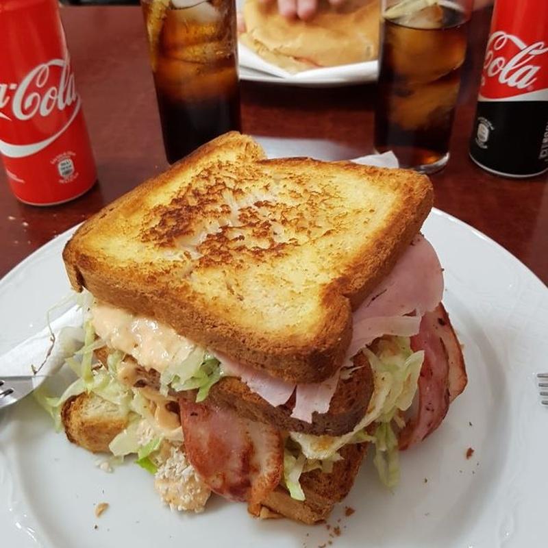 Sandwich: Hamburguesas, bocadillos y más de La Rosa de Reus