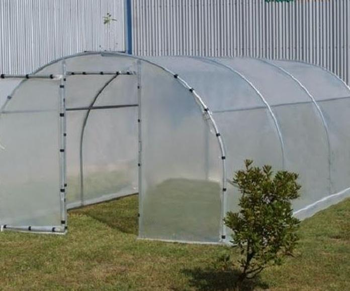 Un invernadero casero en estructura de aluminio