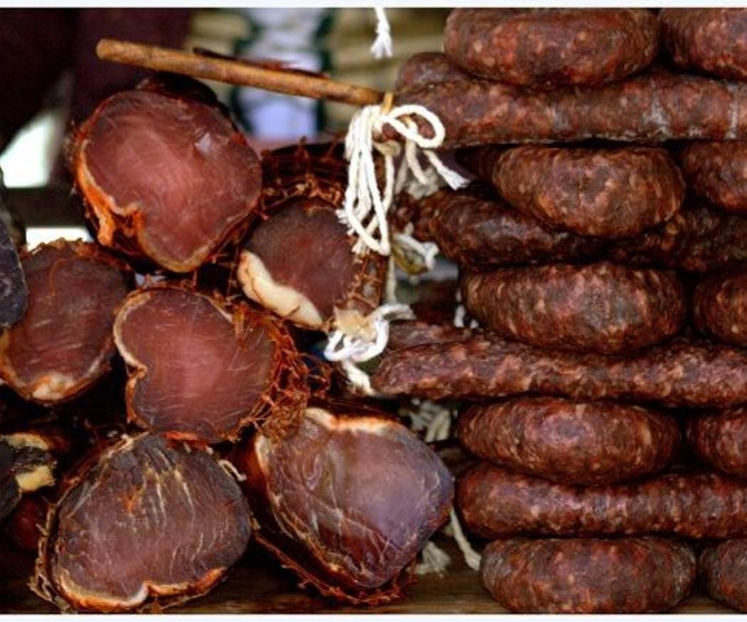 ¿Sabes en qué se diferencian el chorizo y el salchichón?