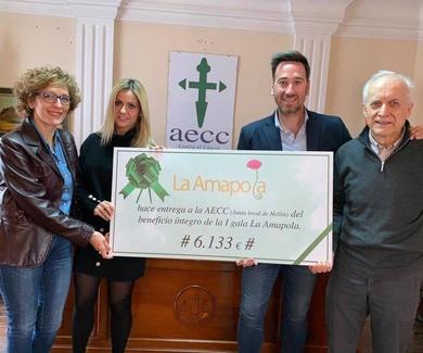 Entrega AECC (Junta Local de Hellín)beneficio íntegro de la organización de la I GALA LA AMAPOLA