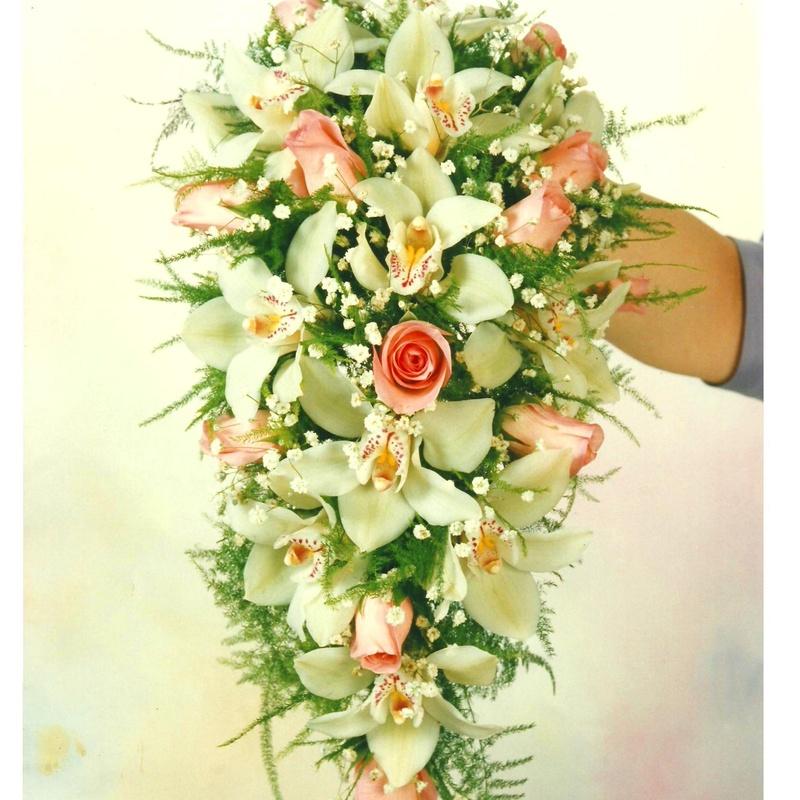 ramo novia cascada con orquideas: Servicios de Floristería Muscari