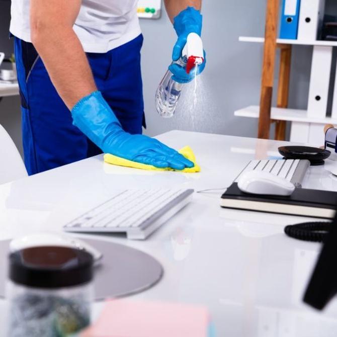¿Qué diferencia la limpieza de la desinfección?