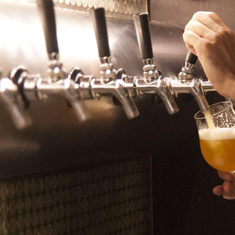 Cervezas especiales: Carta y Raciones de Bar Restaurante Almanzor
