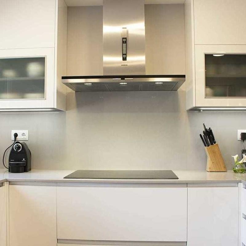 MOD.REY GRIS/BLANCO BRILLO: Catálogo de N.A.S. Estudio de Cocinas y Baños