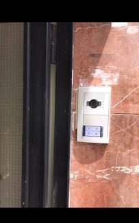 Instalación de videoporteros en Plaza de Castilla
