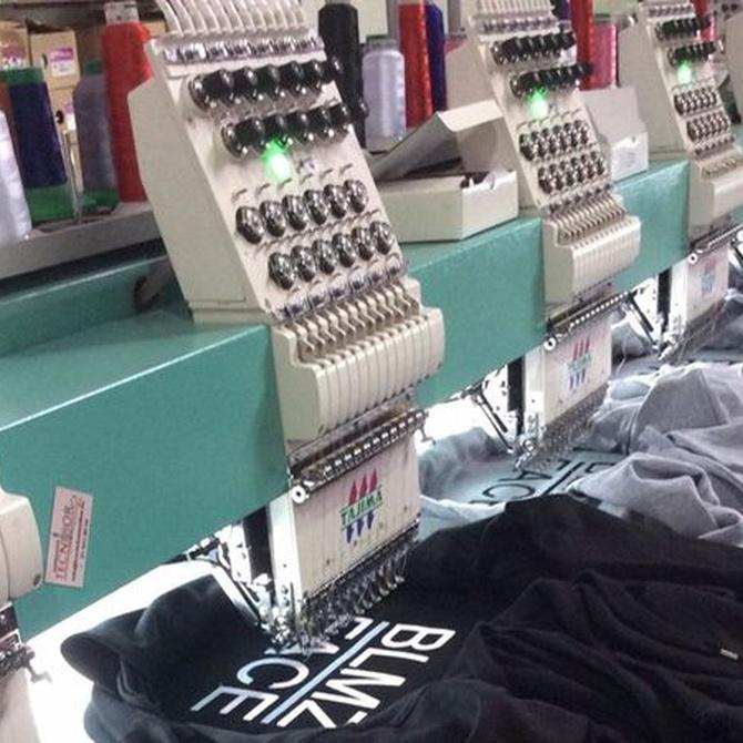 ¿Cómo funciona una bordadora automática?