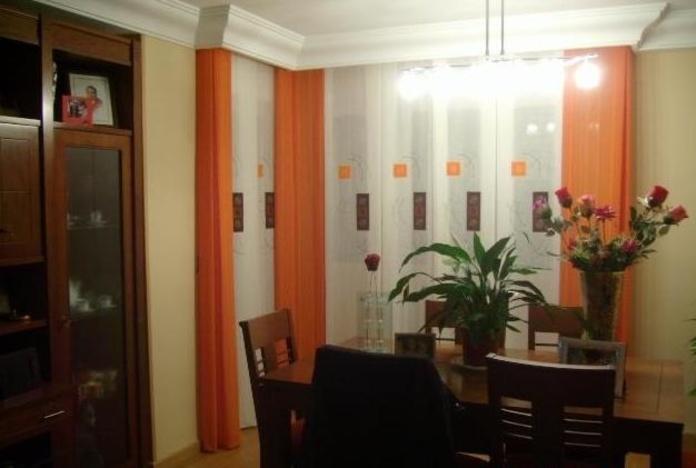 Salón con cortina a tablones