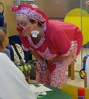 Los payasos de hospital en la atención del cáncer en la infancia