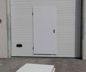 Automatización de puerta batiente residencial motor electromecánico largo: Puertas automáticas  de Farem Puertas Automáticas