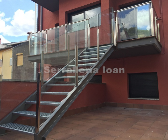 Escalera con barandilla inoxidable: Productos y servicios de Serrallería Solé