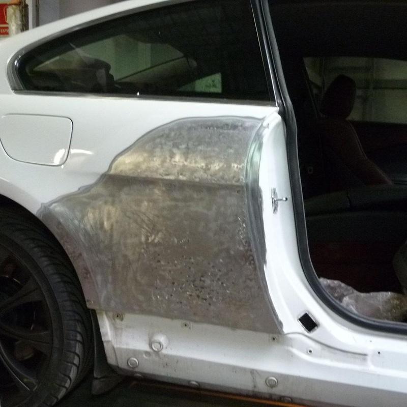 Reparar lateral trasero de automóvil