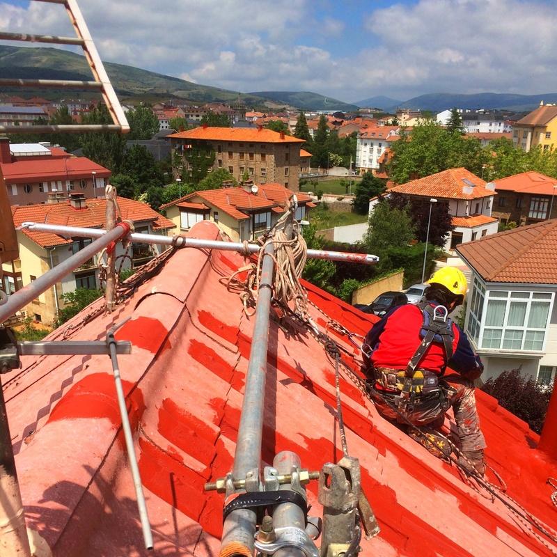 Impermeabilizar cubierta de uralita en Cantabria. Trabajos verticales Santander.