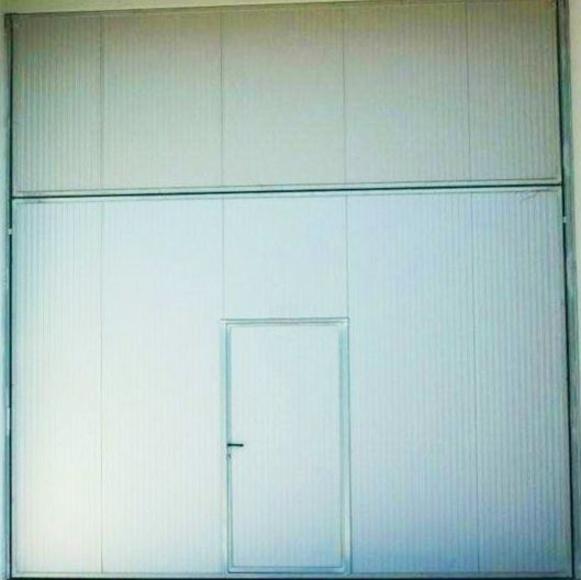 Puerta basculante tipo pre leva cortafuegos